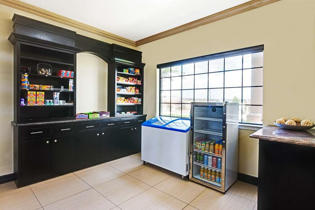 SureStay Plus Hotel by Best Western San Antonio Airport - Looking for a late night snack stop by our on-site sundry shop.