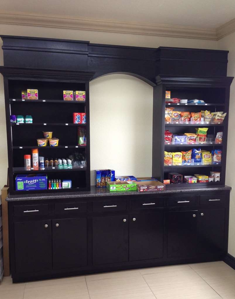 SureStay Plus Hotel by Best Western San Antonio Airport - Convenience is key with our on-site Sundry shop.
