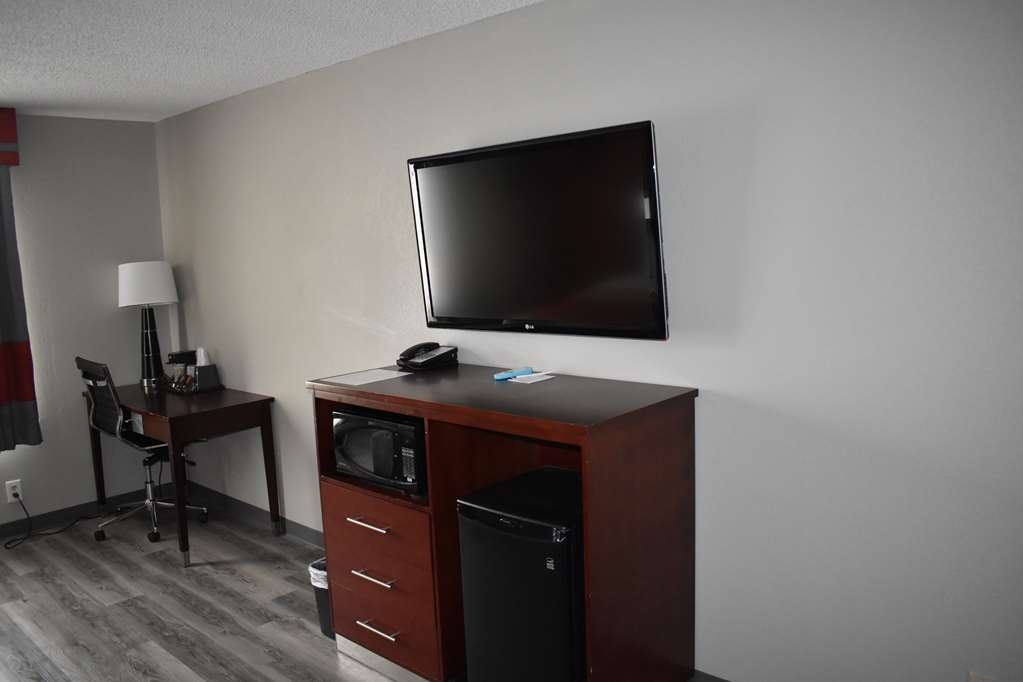 SureStay Plus Hotel by Best Western San Antonio North - Make a reservation in our newly renovated king room featuring a flat screen TV, microwave and refrigerator.
