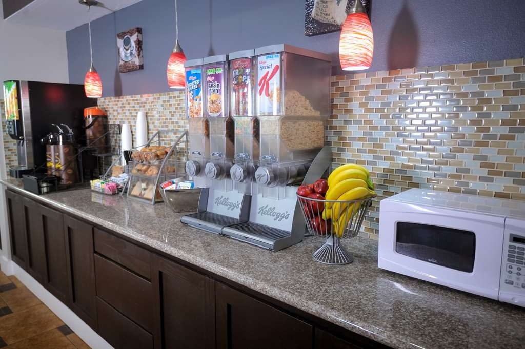 SureStay Hotel by Best Western Terrell - Enjoy a balanced and delicious breakfast with choices for everyone.