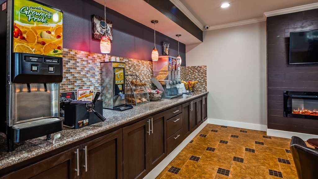 SureStay Hotel by Best Western Terrell - Start each day with a complimentary breakfast; don't forget to try famous Texas waffles.