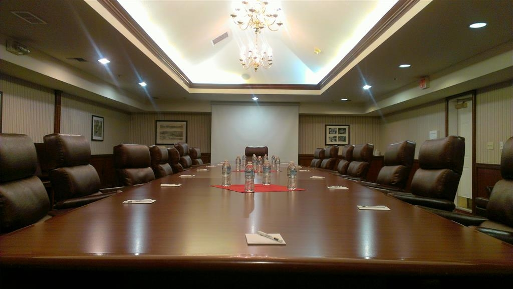 Best Western Plus Sonora Oaks Hotel & Conference Center - If you need to do some work during your stay, take advantage of our convenient Boardroom.