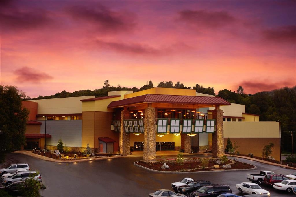 "Best Western Plus Sonora Oaks Hotel & Conference Center - Book our ""Stay & Play"" package so you can save money on your room and receive a gaming book for the Black Oak Casino."
