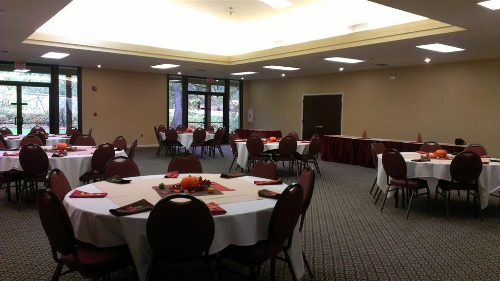 Best Western Plus Sonora Oaks Hotel & Conference Center - Our banquet room is perfect for birthday parties, weddings or any occasion.