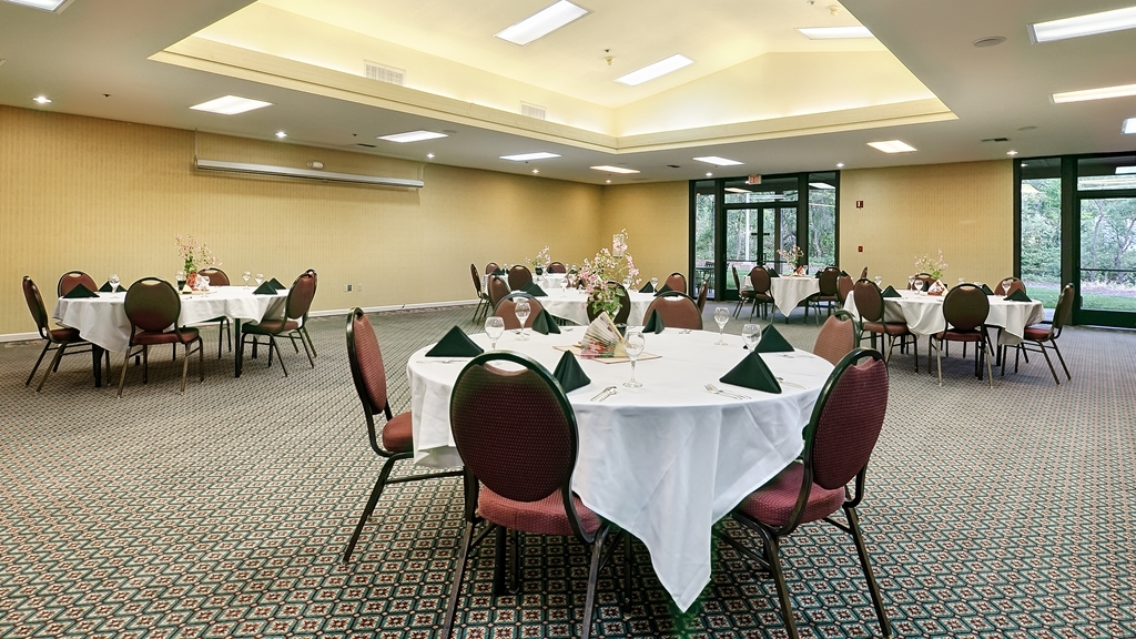 Best Western Plus Sonora Oaks Hotel & Conference Center - Our banquet room is the ideal setting for corporate events. Call our staff to book today!