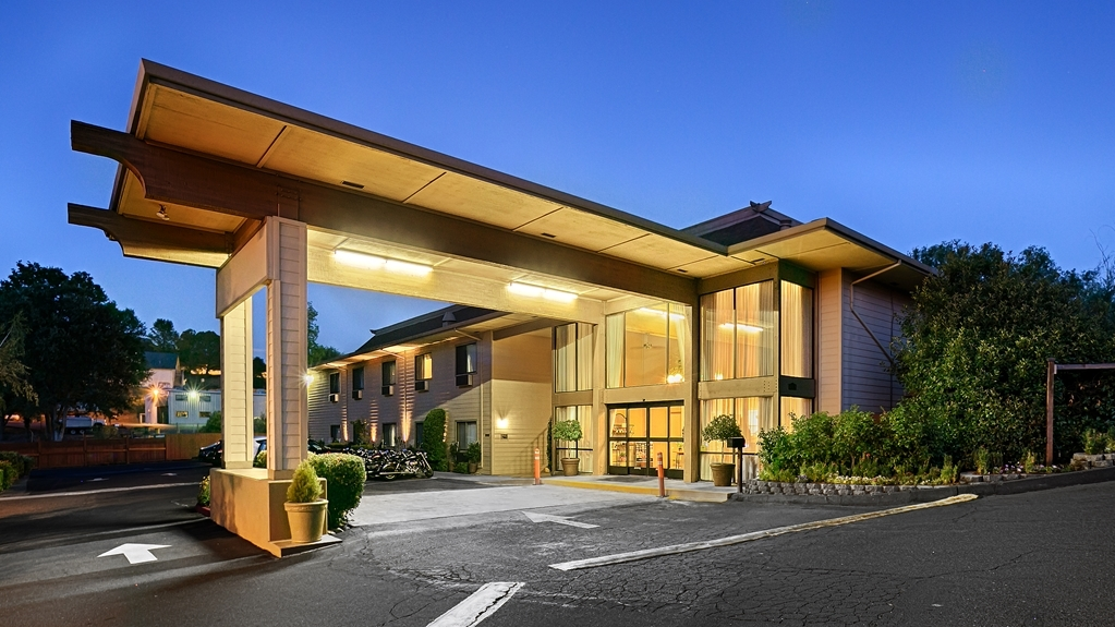 Best Western Plus Sonora Oaks Hotel & Conference Center - Make your stay special when you book a room at the Best Western Plus Sonora Oaks Hotel & Conference Center.