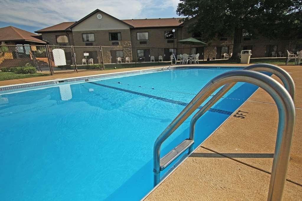 SureStay Plus Hotel by Best Western Farmington - Vue de la piscine
