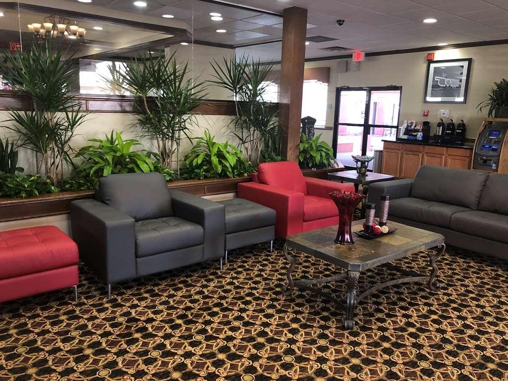 SureStay Plus Hotel by Best Western Oklahoma City North - Vue du lobby