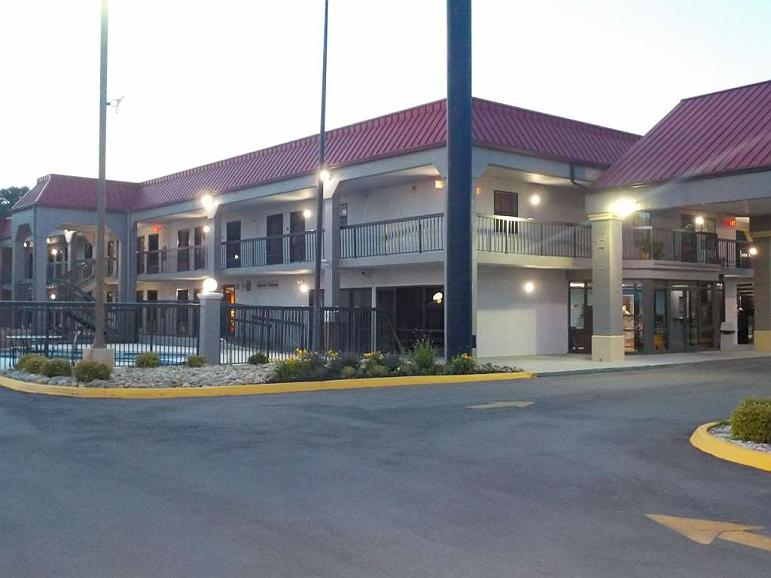 SureStay Hotel by Best Western Lenoir City - Aussenansicht