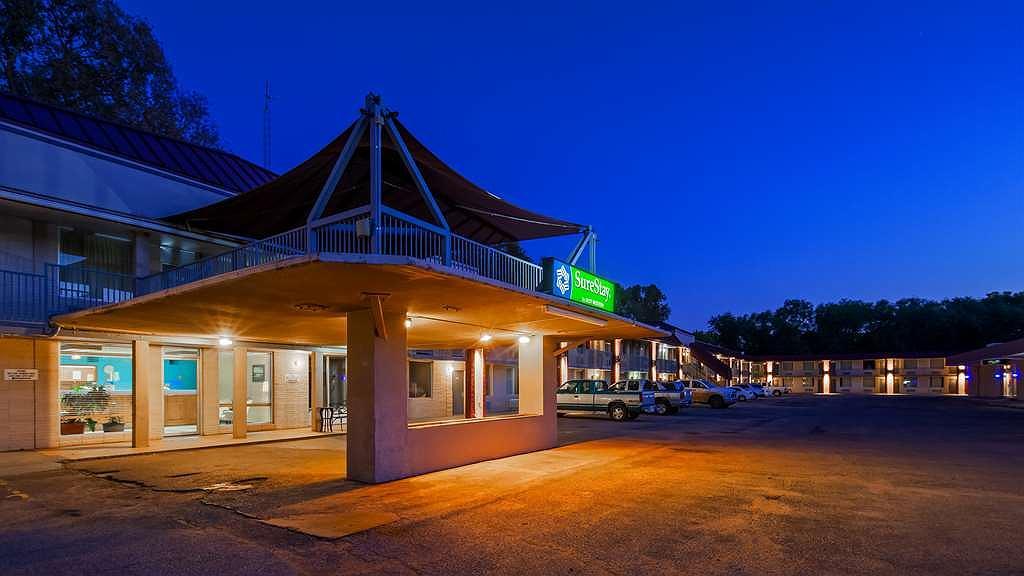 SureStay Hotel by Best Western Salina - Area esterna