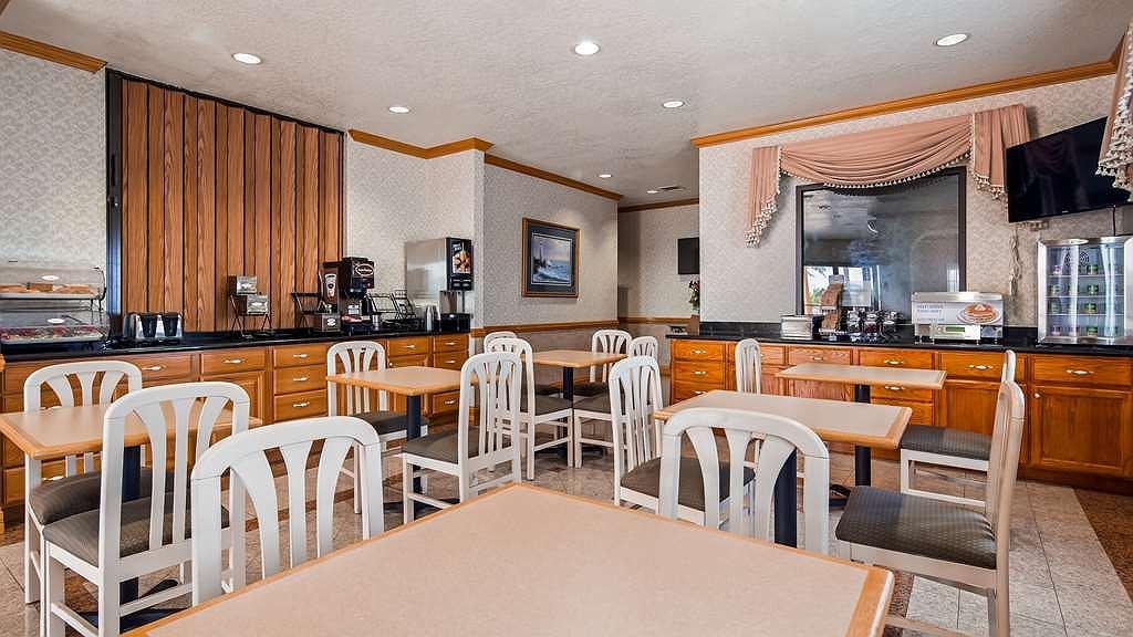 Desain Ruang Tamu Cafe  hotel in falfurrias surestay hotel by best western falfurrias