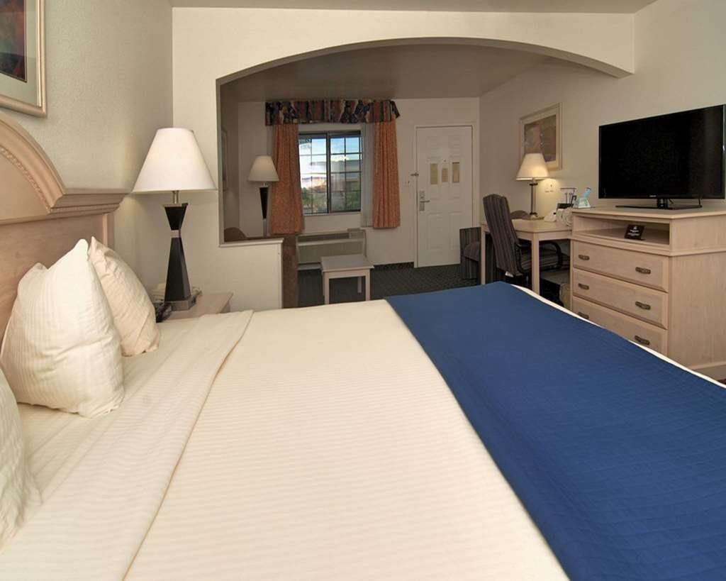 SureStay Hotel by Best Western Falfurrias - Oversized Guest Room with One King Size Bed and a Sofabed