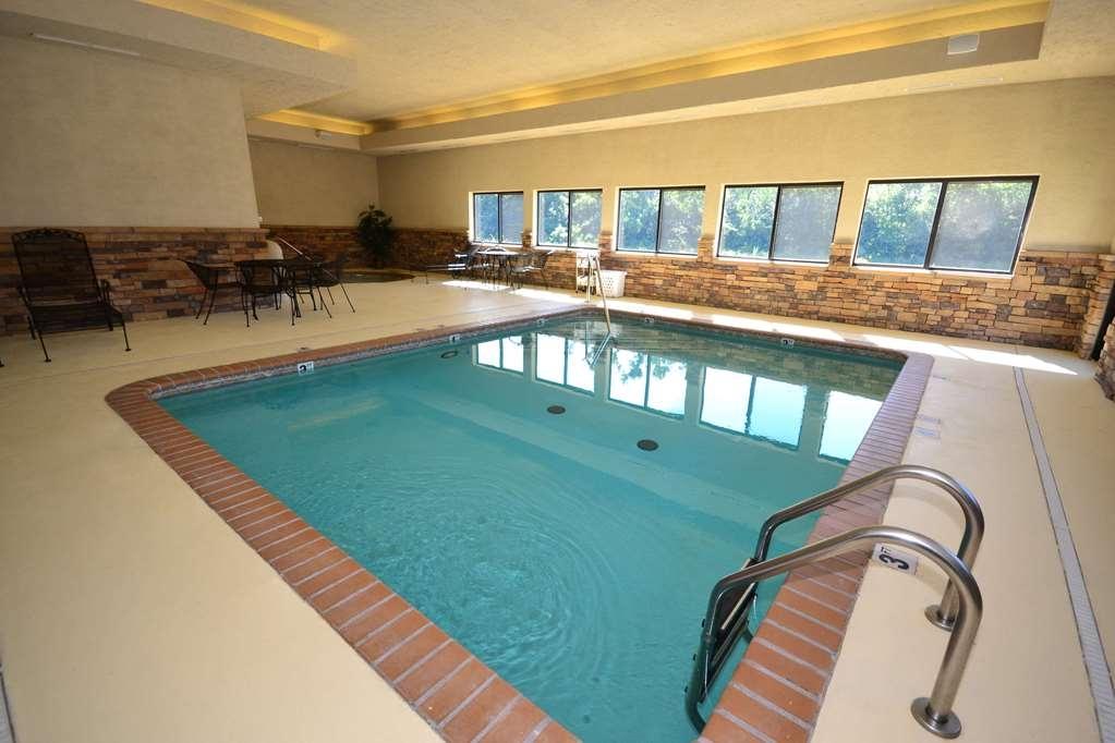 SureStay Plus Hotel by Best Western Coffeyville - Vue de la piscine