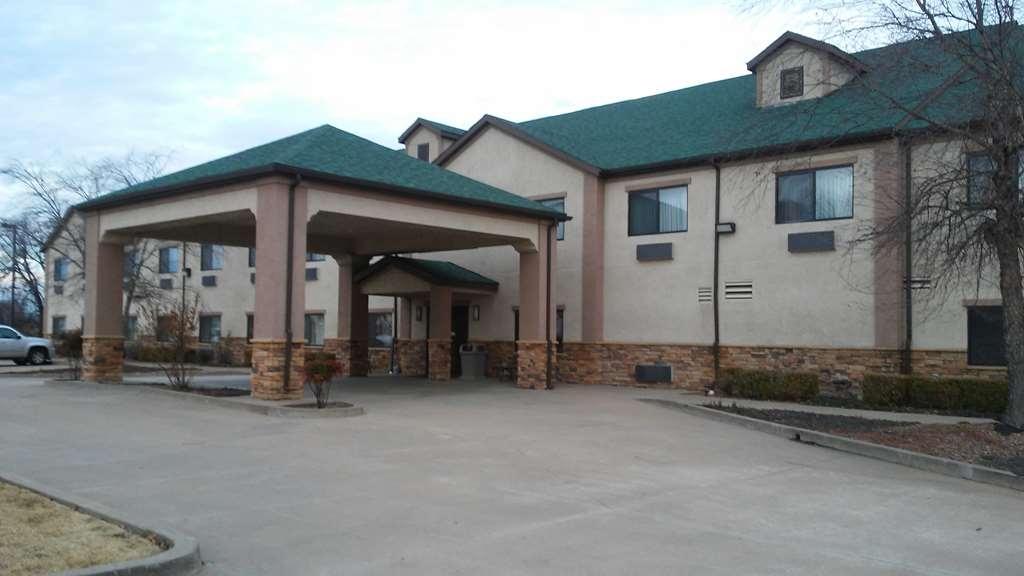 SureStay Plus Hotel by Best Western Coffeyville - Façade