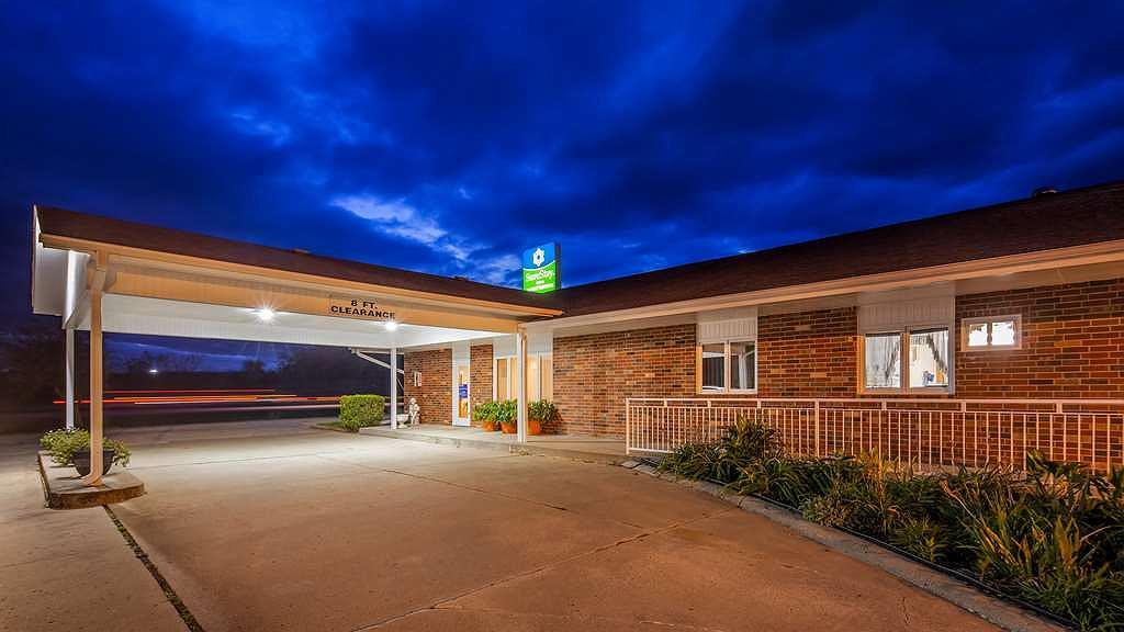 SureStay Hotel by Best Western Cameron - Aussenansicht