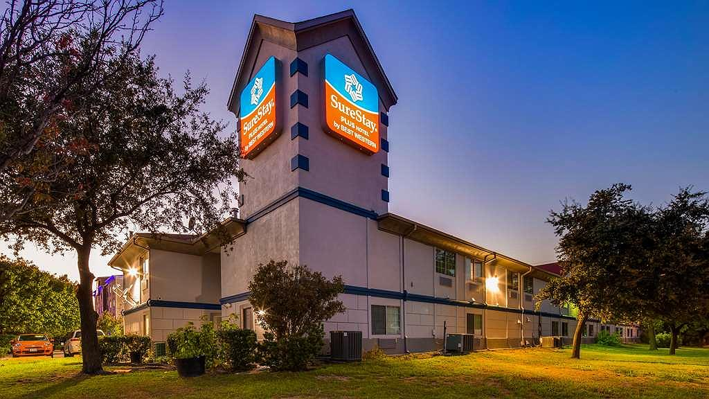 SureStay Plus Hotel by Best Western Benbrook Ft Worth - Vista exterior
