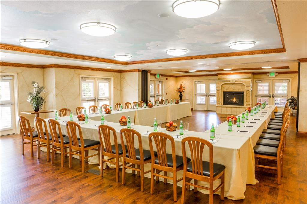Best Western Dry Creek Inn - We offer the perfect conference room to exchange business ideas or strategies.