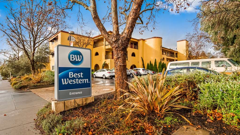 Best Western Dry Creek Inn - There's no better way to experience Healdsburg and Sonoma Wine Country than from the Dry Creek Inn.