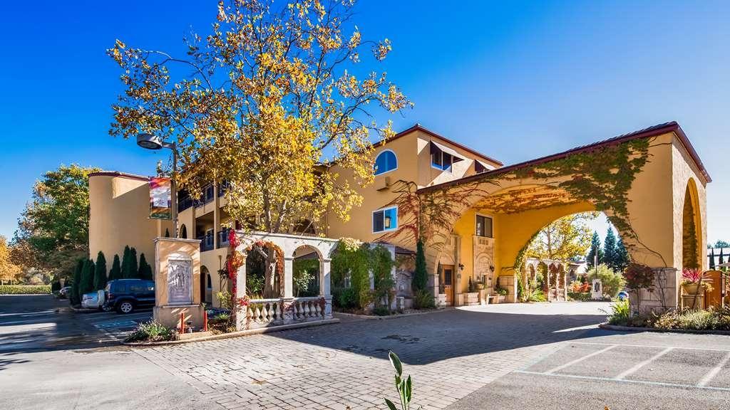 Best Western Dry Creek Inn - Facciata dell'albergo