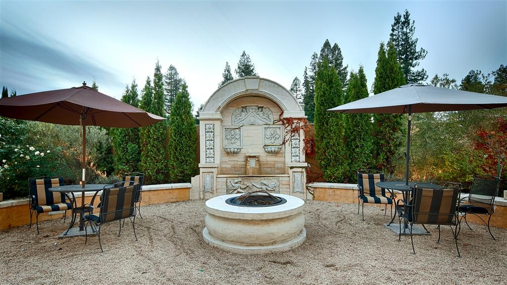 Best Western Dry Creek Inn - No matter the time of year, you will love sitting in our fire pit and fountain courtyard area.