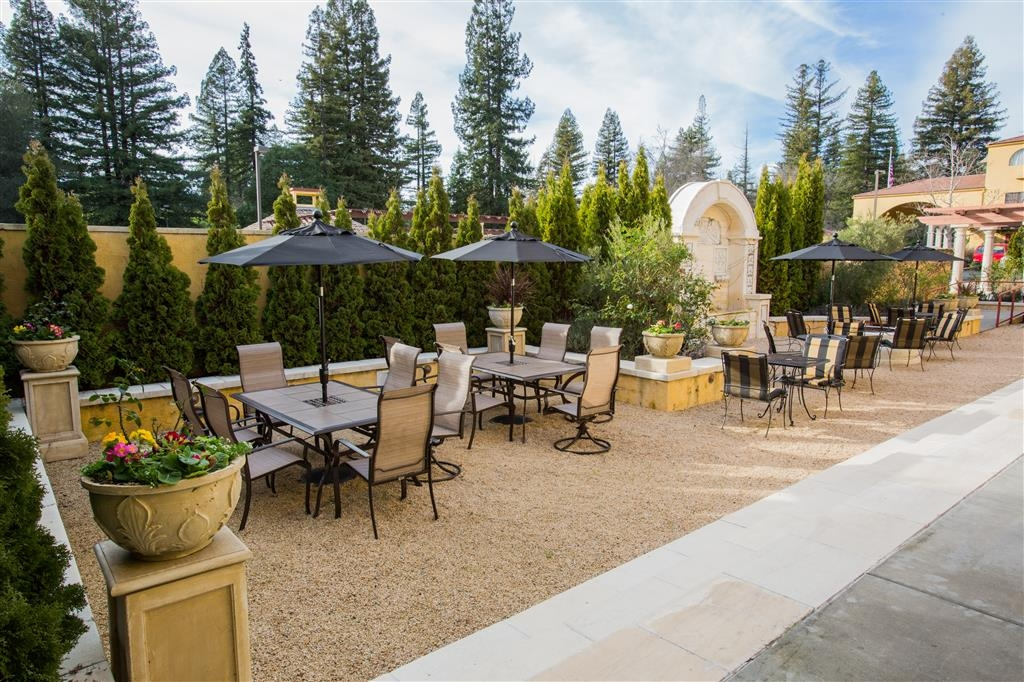 Best Western Dry Creek Inn - Our fire pit is the perfect spot to relax after a long day of work and travel.