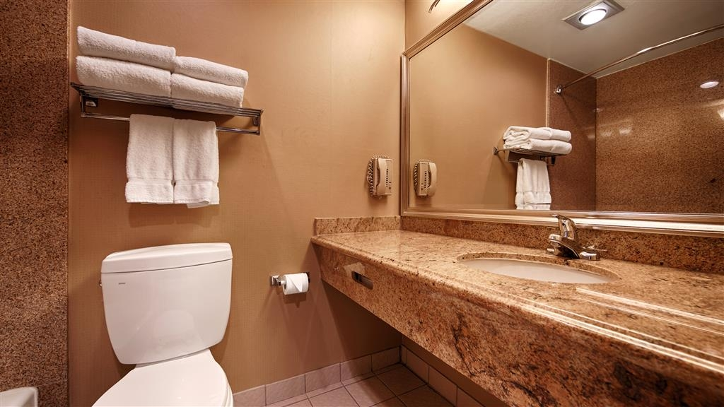 Best Western Plus Newport Mesa Inn - Enjoy getting ready for the day in our fully equipped guest bathrooms.