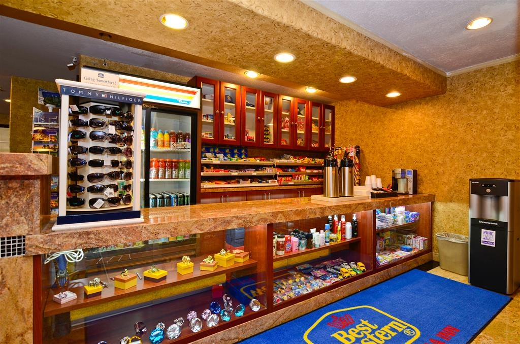 Best Western Plus Newport Mesa Inn - Lobby gift shop and ATM is available for your convenience.