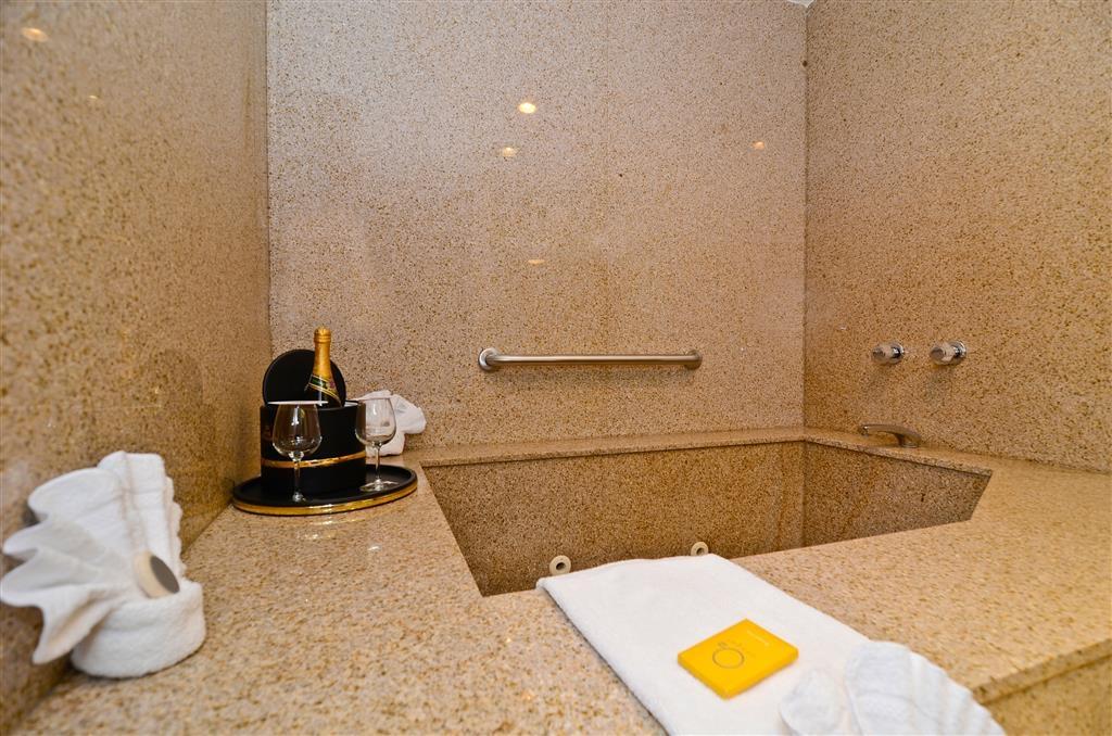 Best Western Plus Newport Mesa Inn - Private Jacuzzi in guest room