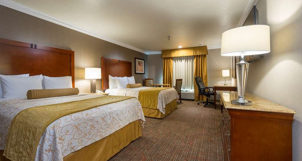 Best Western Plus Newport Mesa Inn - If you're traveling with your family or group of friends, opt for our double queen guest room.