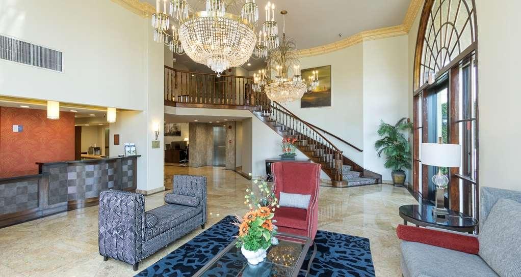 Best Western Plus Newport Mesa Inn - Vista del vestíbulo