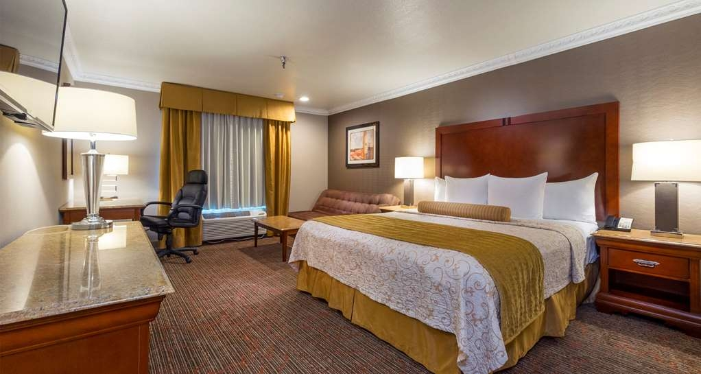 Best Western Plus Newport Mesa Inn - Private Jacuzzi® Guest Room