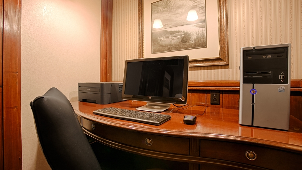 Best Western Plus Humboldt House Inn - Keep up with work in our Business Center