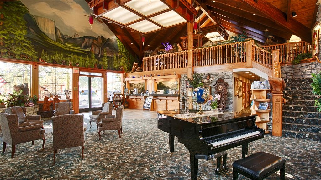 Best Western Plus Yosemite Gateway Inn - Vista del vestíbulo