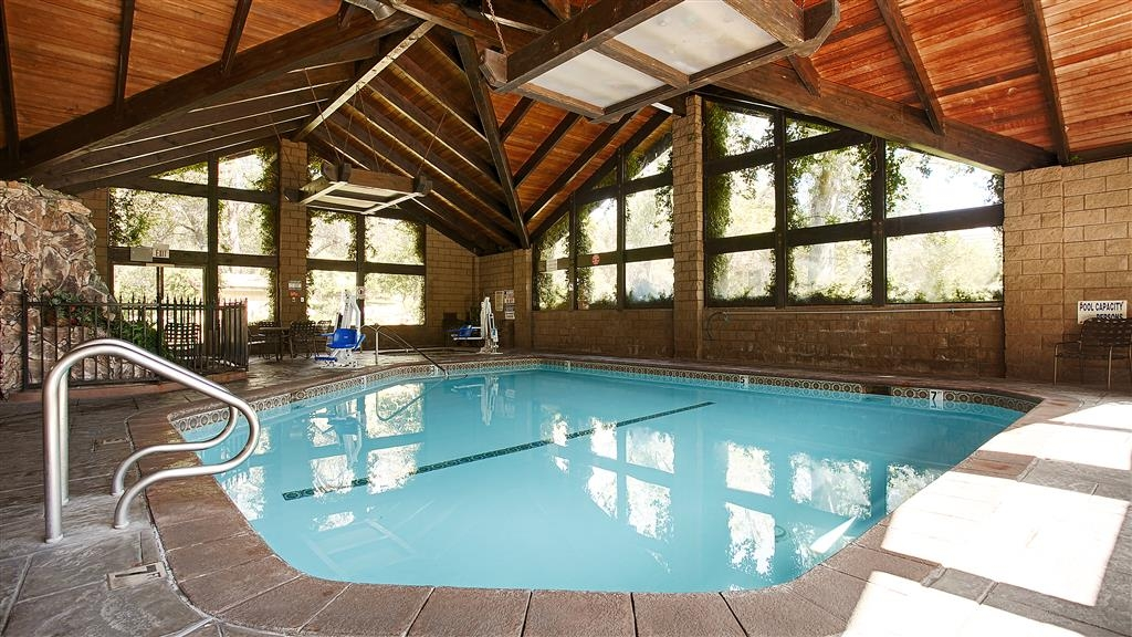 Best Western Plus Yosemite Gateway Inn - Dont let the weather stop you from jumping in, our indoor pool is heated year-round for you and your friends.