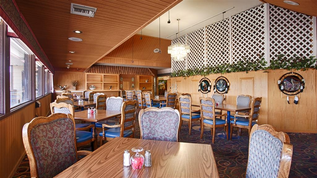 Best Western Plus Yosemite Gateway Inn - Join us for a delicious breakfast served fresh every morning.