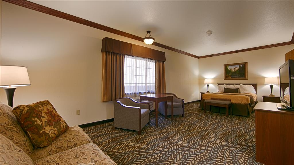 Best Western Plus Yosemite Gateway Inn - At the end of a long day, relax in one of our clean and spacious guest rooms.