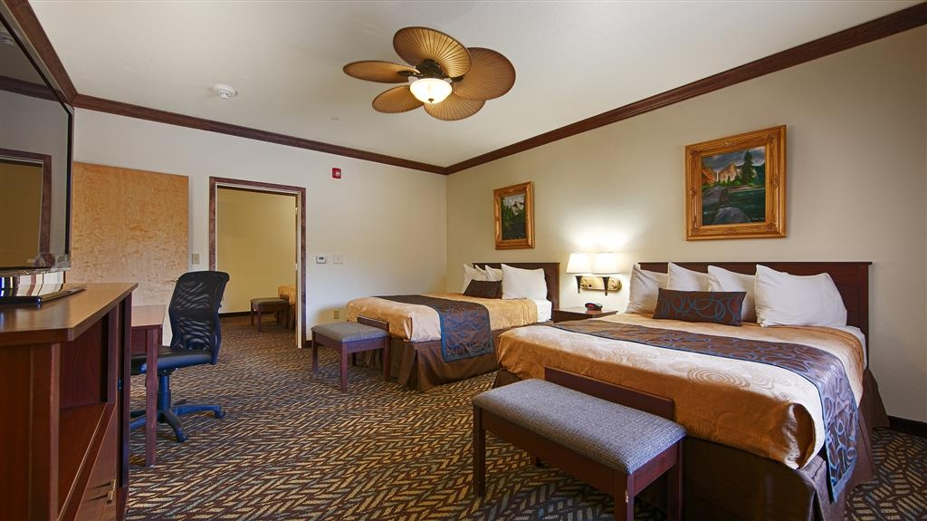 Best Western Plus Yosemite Gateway Inn - Stretch out and relax in the two queen guest room