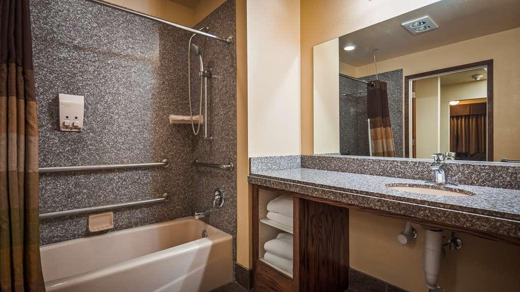 Best Western Plus Yosemite Gateway Inn - Guest Bathroom