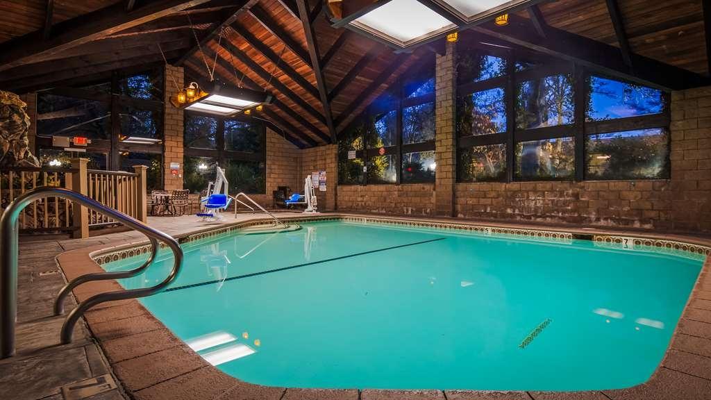 Best Western Plus Yosemite Gateway Inn - Vista de la piscina