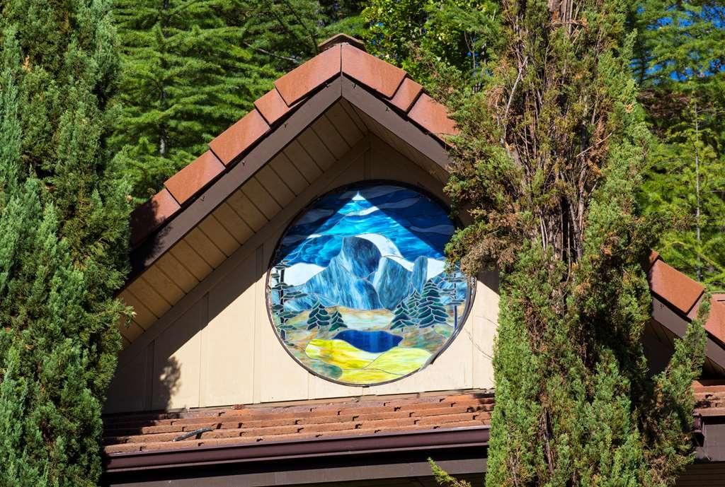 Best Western Plus Yosemite Gateway Inn - Stained glass of Yos Valley