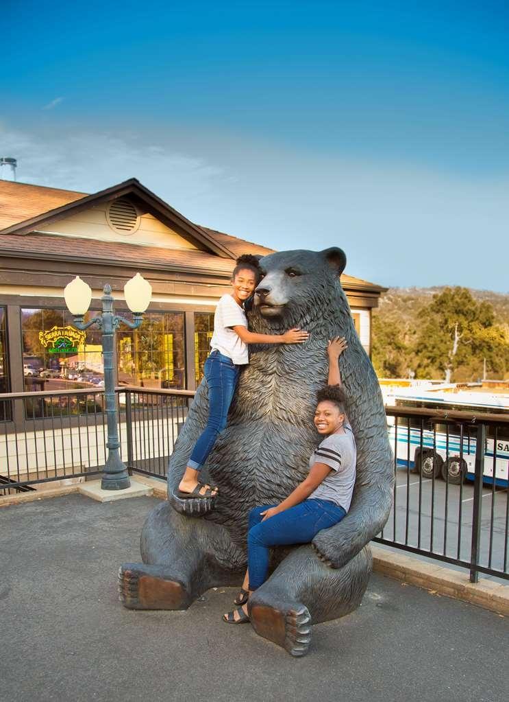 Best Western Plus Yosemite Gateway Inn - Bear and Chef Andres daughters