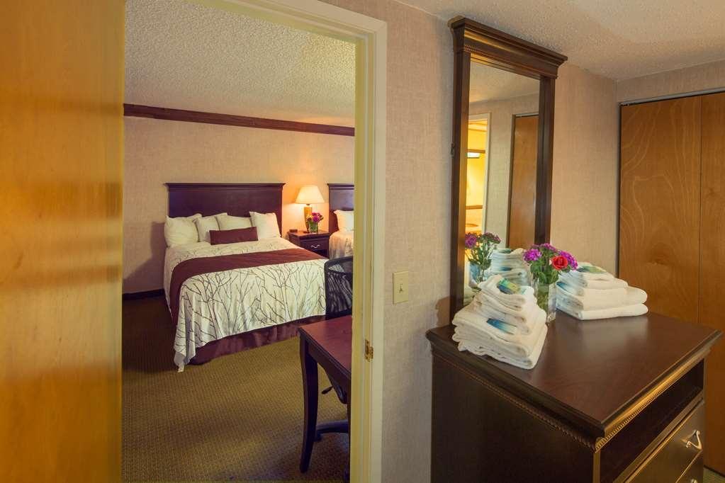 Best Western Plus Yosemite Gateway Inn - S QQQ Fam Q Couch Rm Family unit sleeps middle rm