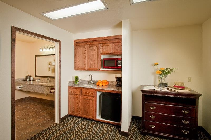 Best Western Plus Yosemite Gateway Inn - This family unit has all the comforts of home including a kitchen area to save/heat up leftovers before you head out.
