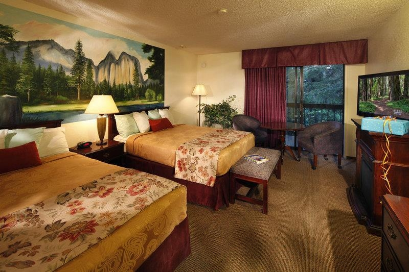Best Western Plus Yosemite Gateway Inn - Immediately feel at home when you walk into this 2 queen guest room with complimentary Wi-Fi access