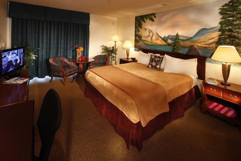 Best Western Plus Yosemite Gateway Inn - Habitación con cama de matrimonio extragrande