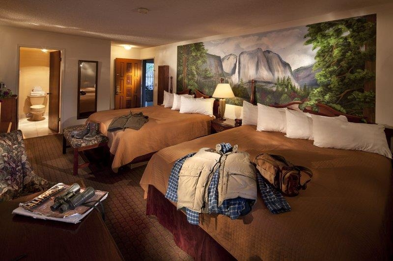 Best Western Plus Yosemite Gateway Inn - Our 2 queen guest room accommodates up to 4 guests with enough space to spread out.