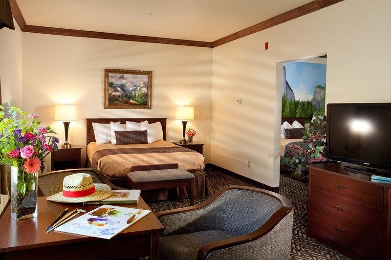 Best Western Plus Yosemite Gateway Inn - 2 room family units are available for our family travelers; these suites are spacious and offer everyone a comfortable place to unwind