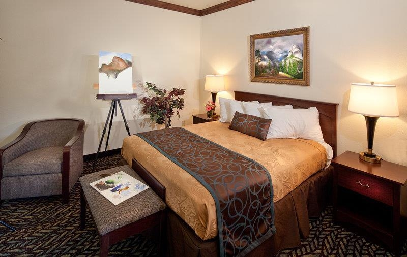 Best Western Plus Yosemite Gateway Inn - Nothing beats our luxurious mattresses in all of our guest rooms; we know you will get a perfect night of sleep.