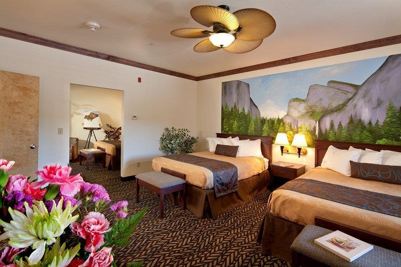 Best Western Plus Yosemite Gateway Inn - Bring the whole family along and book our 2 room family units.