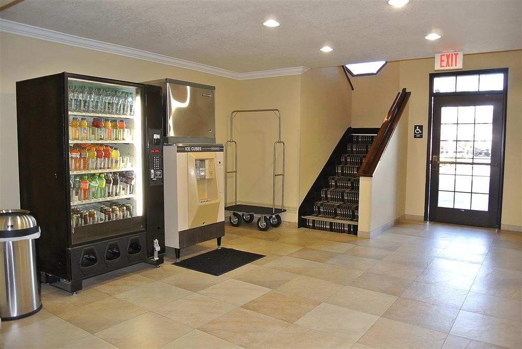Best Western Town & Country Lodge - 3rd Entry Vending and Ice Machines